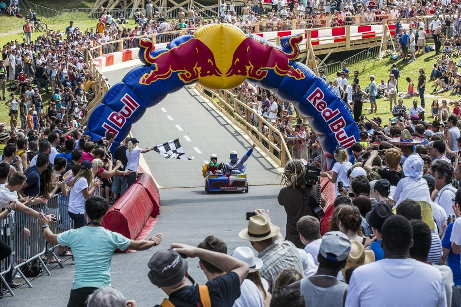 Competitors race at the Red Bull Soapbox Race in Paris, France on July 7th, 2013 // Teddy Morellec/Red Bull Content Pool // P-20130708-00389 // Usage for editorial use only // Please go to www.redbullcontentpool.com for further information. //